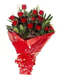 12 adet kirmizi gül buketi  Niğde ucuz çiçek gönder