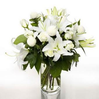 Niğde güvenli kaliteli hızlı çiçek  1 dal cazablanca 7 adet beyaz gül vazosu