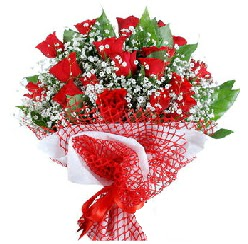 11 kırmızı gülden buket  Niğde çiçek siparişi vermek