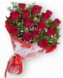 11 kırmızı gülden buket  Niğde hediye sevgilime hediye çiçek