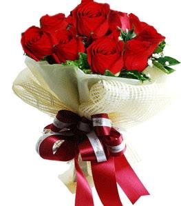 9 adet kırmızı gülden buket tanzimi  Niğde güvenli kaliteli hızlı çiçek