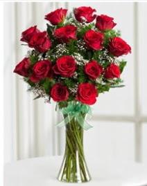 Cam vazo içerisinde 11 kırmızı gül vazosu  Niğde online çiçek gönderme sipariş