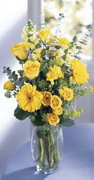 Niğde çiçek siparişi sitesi  sari güller ve gerbera cam yada mika vazo