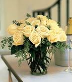 Niğde çiçek satışı  11 adet sari gül mika yada cam vazo tanzim