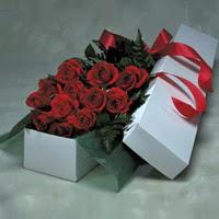 Niğde çiçek siparişi sitesi  11 adet gülden kutu