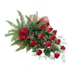 Niğde çiçek siparişi sitesi  10 adet kirmizi gül özel buket çiçek siparisi