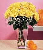Niğde çiçek , çiçekçi , çiçekçilik  9 adet sari güllerden cam yada mika vazo