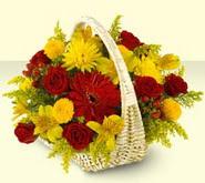 Niğde çiçek siparişi vermek  sepette mevsim çiçekleri
