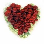 kalp biçiminde 15 gülden   Niğde hediye sevgilime hediye çiçek