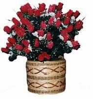 yapay kirmizi güller sepeti   Niğde anneler günü çiçek yolla