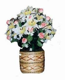 yapay karisik çiçek sepeti   Niğde uluslararası çiçek gönderme