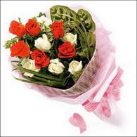 5 kirmizi 5 beyaz güllerden   Niğde çiçek siparişi sitesi