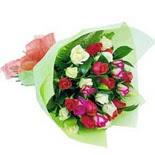 12 adet renkli gül buketi   Niğde güvenli kaliteli hızlı çiçek