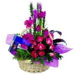 çikolata ve sepette çiçek   Niğde güvenli kaliteli hızlı çiçek