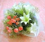 Niğde yurtiçi ve yurtdışı çiçek siparişi  lilyum ve 7 adet gül buket