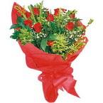 10 adet kirmizi gül buketi  Niğde yurtiçi ve yurtdışı çiçek siparişi