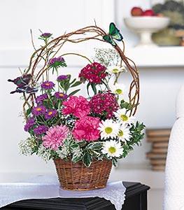 Niğde çiçekçiler  sepet içerisinde karanfil gerbera ve kir çiçekleri