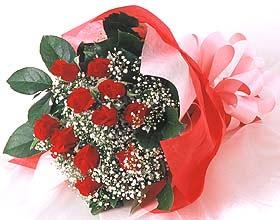 12 adet kirmizi gül buketi  Niğde internetten çiçek satışı