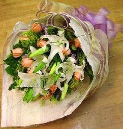 Niğde çiçek , çiçekçi , çiçekçilik  11 ADET GÜL VE 1 ADET KAZABLANKA