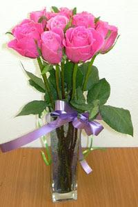 cam vazo içerisinde 11 adet gül  Niğde çiçek , çiçekçi , çiçekçilik