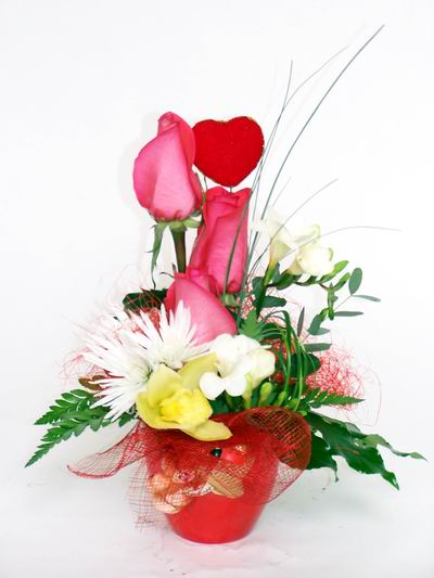 Niğde çiçek yolla  cam içerisinde 3 adet gül ve kir çiçekleri