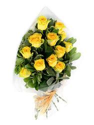 Niğde hediye sevgilime hediye çiçek  12 li sari gül buketi.