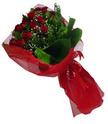Niğde güvenli kaliteli hızlı çiçek  10 adet kirmizi gül demeti