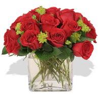 Niğde çiçek yolla , çiçek gönder , çiçekçi   10 adet kirmizi gül ve cam yada mika vazo