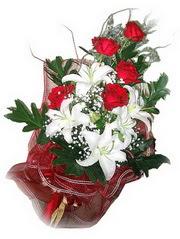 Niğde anneler günü çiçek yolla  5 adet kirmizi gül 1 adet kazablanka çiçegi buketi