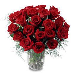 Niğde güvenli kaliteli hızlı çiçek  11 adet kirmizi gül cam yada mika vazo içerisinde