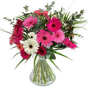 15 adet gerbera ve vazo çiçek tanzimi  Niğde çiçek siparişi sitesi