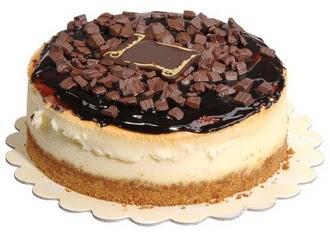 pasta yolla 4 ile 6 kisilik çikolatali yas pasta  Niğde çiçek siparişi sitesi
