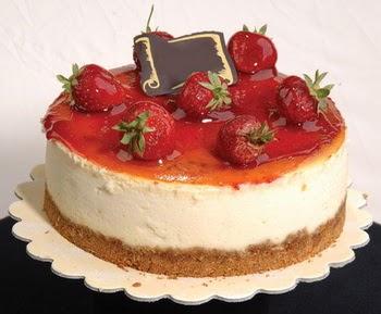 online pastaci 4 ile 6 kisilik yas pasta çilekli  Niğde çiçek satışı