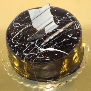 pasta gönder 4 ile 6 kisilik parça çikolatali yaspasta  Niğde hediye çiçek yolla