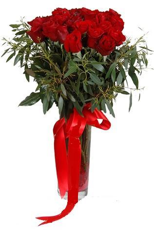 15 adet kirmizi gül cam vazo içerisinde  Niğde çiçek , çiçekçi , çiçekçilik