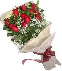 11 adet kirmizi güllerden özel buket  Niğde hediye çiçek yolla