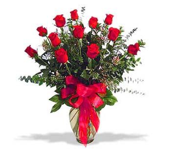 çiçek siparisi 11 adet kirmizi gül cam vazo  Niğde çiçek siparişi sitesi