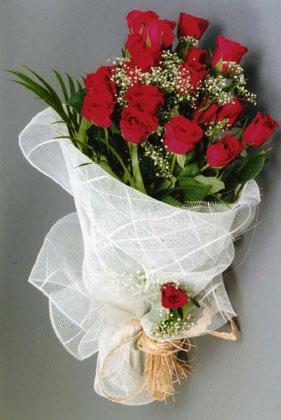 10 adet kirmizi güllerden buket çiçegi  Niğde çiçek online çiçek siparişi