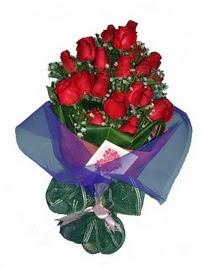 12 adet kirmizi gül buketi  Niğde çiçek siparişi sitesi