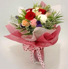 Karisik renklerde 11 adet gül buketi  Niğde online çiçekçi , çiçek siparişi