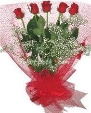5 adet kirmizi gülden buket tanzimi  Niğde yurtiçi ve yurtdışı çiçek siparişi