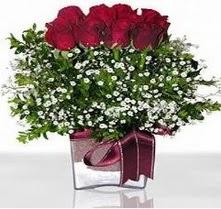 Niğde çiçek , çiçekçi , çiçekçilik  mika yada cam vazo içerisinde 7 adet gül