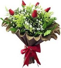 Niğde çiçek siparişi sitesi  5 adet kirmizi gül buketi demeti