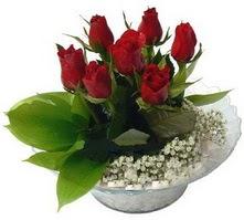 Niğde çiçek , çiçekçi , çiçekçilik  cam yada mika içerisinde 5 adet kirmizi gül