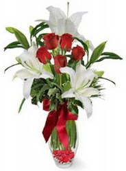 Niğde çiçekçi mağazası  5 adet kirmizi gül ve 3 kandil kazablanka