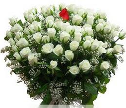 Niğde çiçek , çiçekçi , çiçekçilik  100 adet beyaz 1 adet kirmizi gül buketi