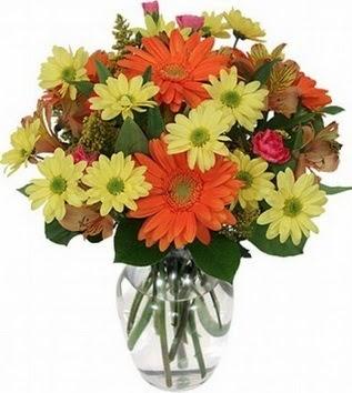 Niğde cicek , cicekci  vazo içerisinde karışık mevsim çiçekleri