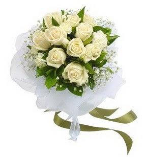 Niğde çiçek servisi , çiçekçi adresleri  11 adet benbeyaz güllerden buket