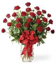 Sevgilime sıradışı hediye güller 24 gül  Niğde çiçek siparişi vermek