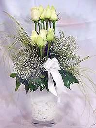 Niğde çiçek siparişi sitesi  9 adet vazoda beyaz gül - sevdiklerinize çiçek seçimi